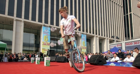 Milk Bike Slalom