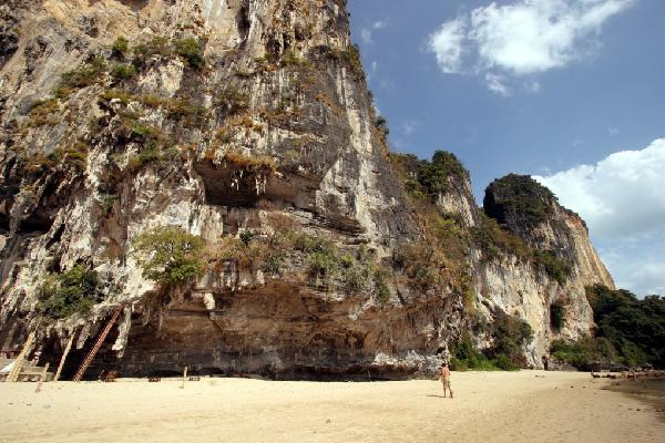 Tonsai Beach Climbing