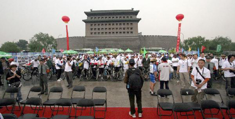 Deshengmen and Bicyclists