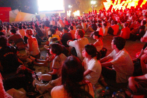 Viewing the Beijing Olympics Opening Ceremony in Ditan Park