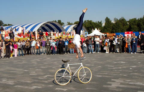 Handstand on Fixed Gear Bike