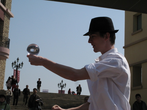 Oliver Pinchbeck Contact Juggling 1