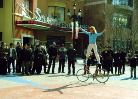 Ines Brunn Fixed Gear Tricks 1