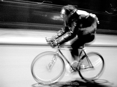 Spinning fast on Fixed Gear Bikes