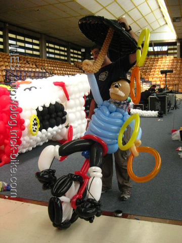 Vitoria Unicycling Puppet for EJC 2009