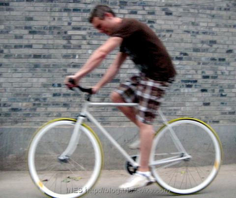 Riding a Beautiful Fixed Gear Bike