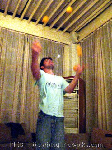 Joe Juggling Five Balls in Beijing Juggling Group