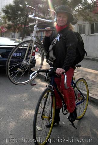 Ines carrying trick bike on fixed gear bike