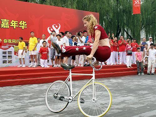 Ines Brunn 德国车手献技奥体中心 呼吁运动重建自行车王国