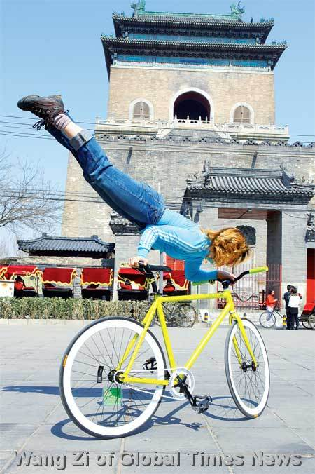 Ines Brunn, co-founder of Smarter Than Car, performs a bike trick show last Sunday. Photo: Wang Zi