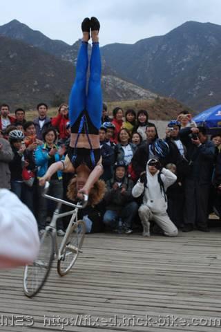 德国美女伊泉的自行车特技表演