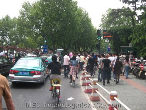 May Holiday Tourists everywhere in Hangzhou