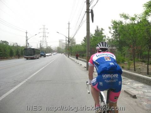 Shannon cycling back to Beijing from Miaofengshan