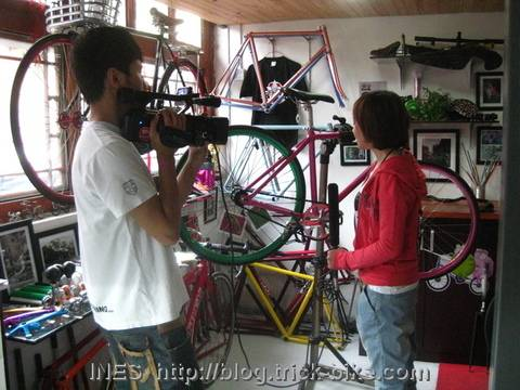 Beijing TV Guo Yan in Natooke looking at fixed gear bikes