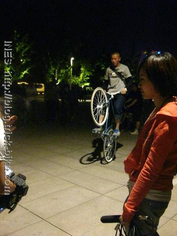 Filming Fixed Gear Tricks