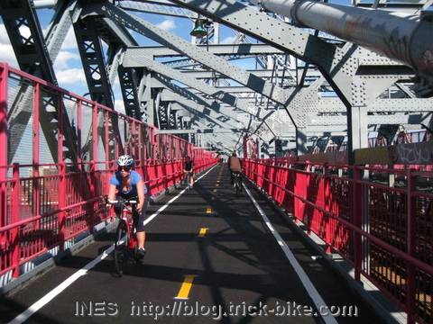 Cycling to Brooklyn on Williamsburg Bridge
