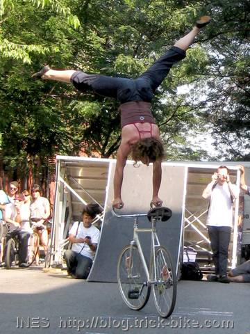 Handstand on Fixed Gear Bicycle by Ines Brunn