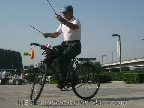 One Sided Diabolo on a Bike
