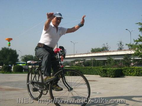 Diabolo with a Sling on a Bike