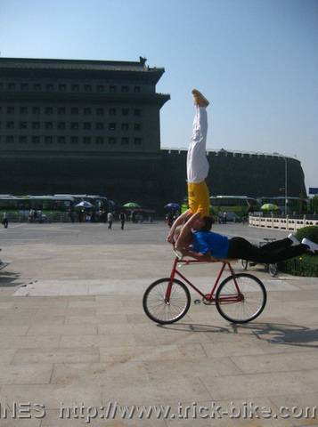 Headstand in front of Deshengmen