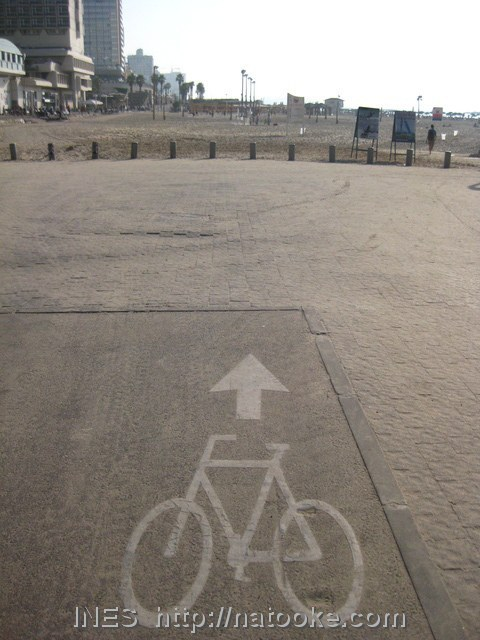 Bike lane into the sand of the beach