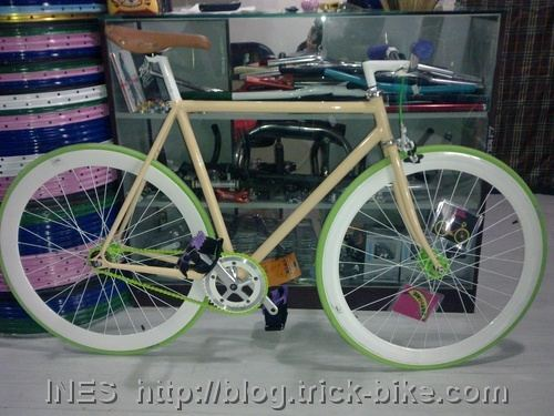 Cool Flying Banana Fixed Gear Bike