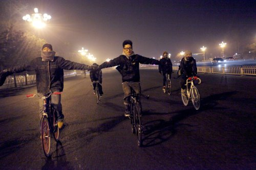 Riding Fixed Gear on the wide bicycle lane of ChangAn Boulevard